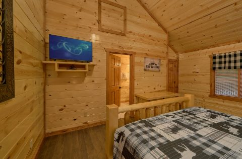 King Bedroom with Flatscreen TV Sleeps 14 - 1 Amazing Lodge