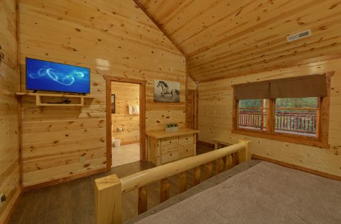 King Bedroom with Flatscreen TV - 1 Amazing Lodge