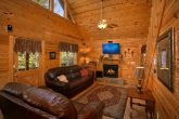 Luxurious 2 Bedroom Cabin with Fireplace