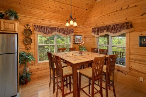 Cabin with Dining Room for 8 guests - 2 Tranquil 4 Words