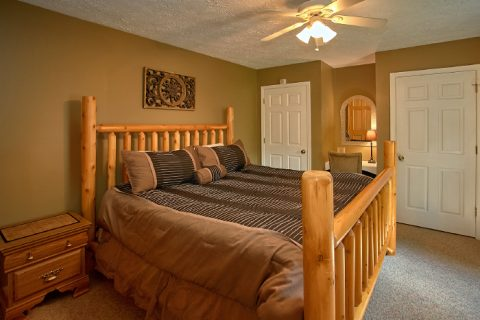 2 Bedroom Cabin with Main Floor King Bedroom - 2 Tranquil 4 Words