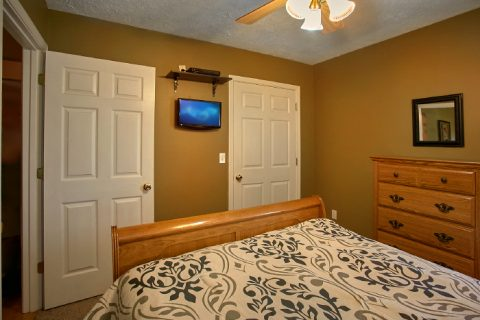 Cabin with Queen Bedroom and 2 Bathrooms - 2 Tranquil 4 Words
