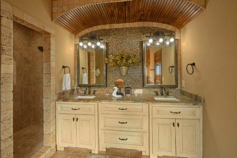 Spacious Bathroom Master Suite - 2nd Choice