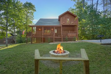 Surprising 3 Bedroom Cabins In Gatlinburg Tn In The Smoky Mountains Interior Design Ideas Pimpapslepicentreinfo
