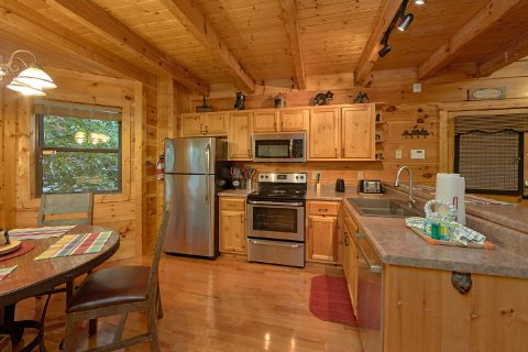 3 Bedroom Cabin with Fully Spacious Kitchen - 4 Paws