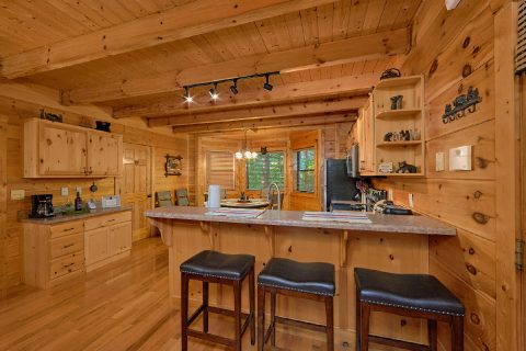 3 Bedroom Cabin with Extra Seating in Kitchen - 4 Paws