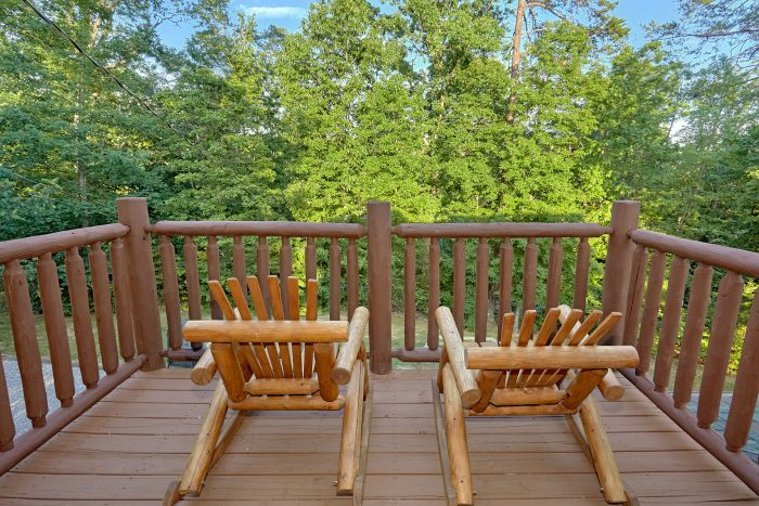Spacious Outdoor Deck and Yard - 4 Paws