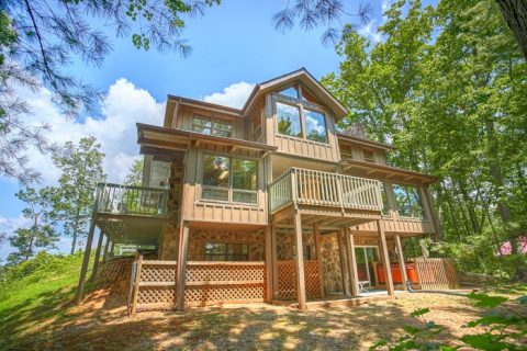 Featured Property Photo - 4 Seasons Gatlinburg