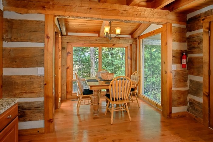 3 Bedroom Cabin with Cozy Dining Room - 4 Seasons Gatlinburg