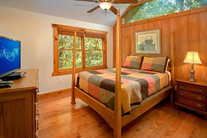 Spacious 3 Story 3 Bedroom Cabin with Queen Bed - 4 Seasons Gatlinburg