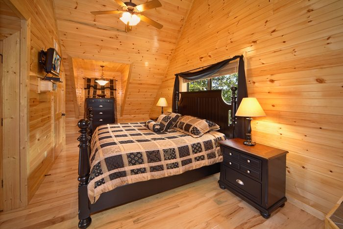 Pigeon Forge Cabin with 3 King Bedrooms - 5 O'Clock Somewhere