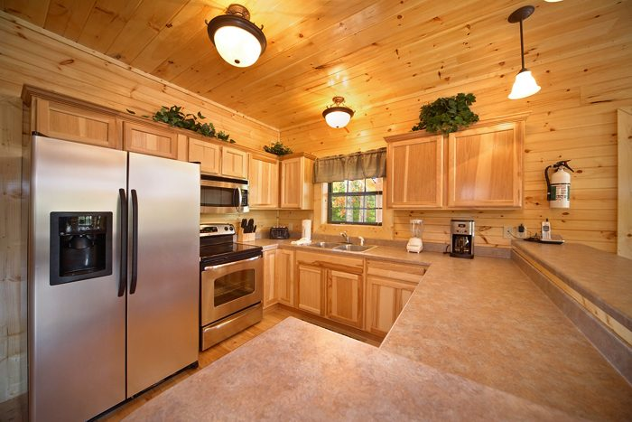 Cabin Near Dollywood with Fully Equipped Kitchen - 5 O'Clock Somewhere