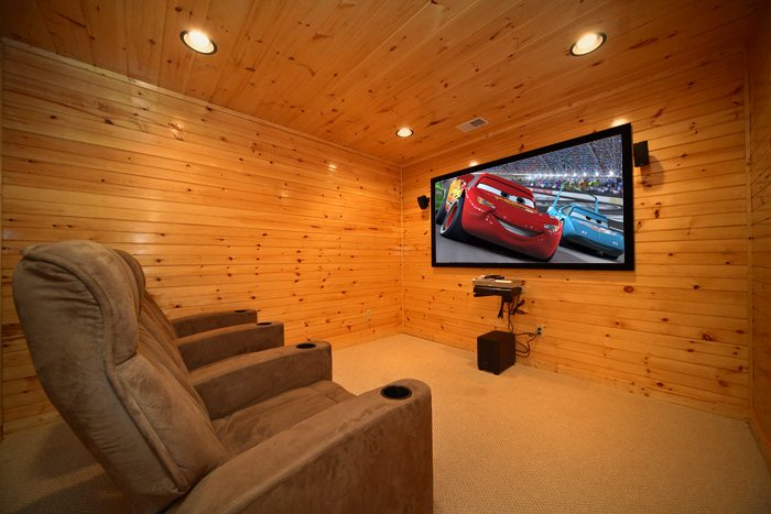 3 Bedroom Cabin with a Theater Room - 5 O'Clock Somewhere