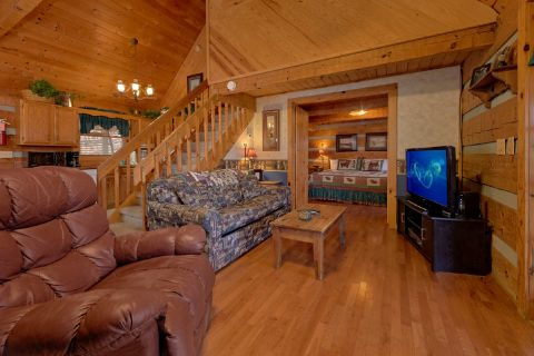 Rustic 2 bedroom cabin with fireplace - A Bear Adventure