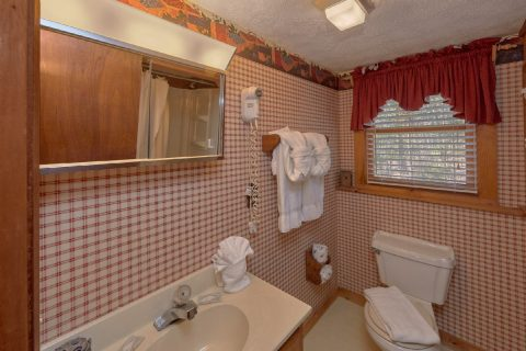 Private bathroom in King bedroom at cabin - A Bear Adventure