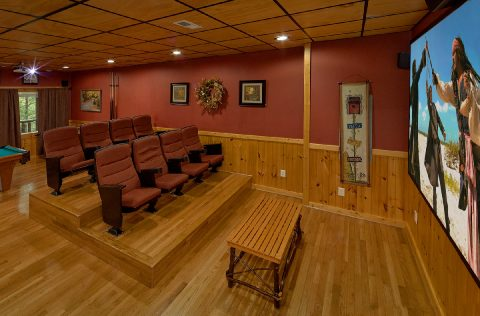 Luxurious Theater Room in 2 bedroom rental cabin - A Bear Affair