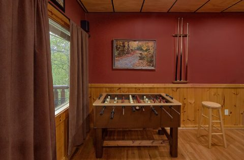 2 bedroom cabin with Games and home Theater - A Bear Affair