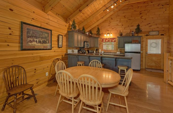 2 Bedroom Cabin with Plenty of Dining Seating - A Bear Affair