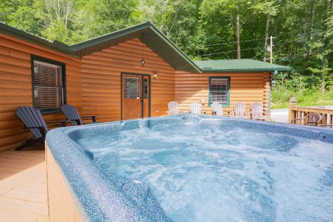Gatlinburg 5 Bedroom with Hot Tub Large Deck - A Bear Creek