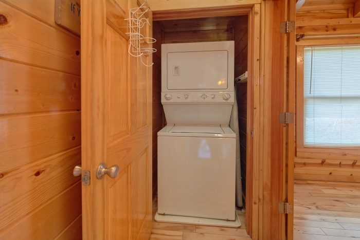 2 bedroom cabin rental with washer and dryer - A Bear Endeavor