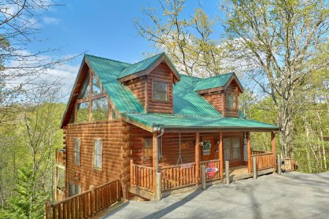 Premium 2 bedroom cabin with theater room - A Bear Endeavor