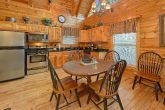 2 bedroom cabin with dinning table for 6