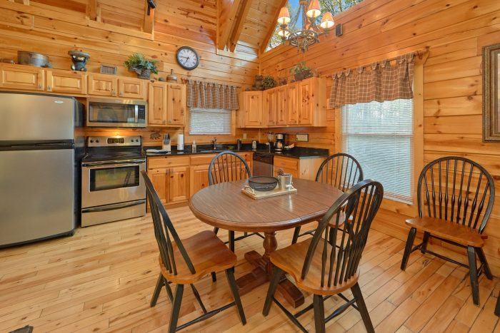 2 bedroom cabin with dinning table for 6 - A Bear Endeavor