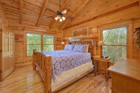 Cabin with 2 King size master bedrooms - A Bear Endeavor
