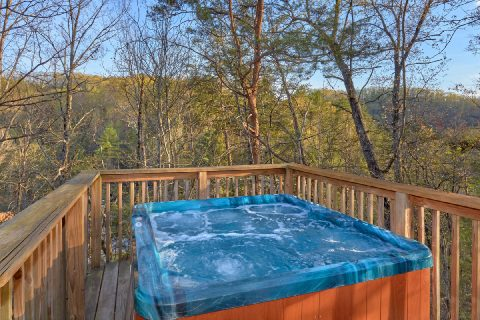 2 Bedroom Cabin Near Pigeon Forge with Hot Tub - A Bears End