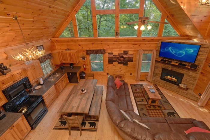 Luxury 2 Bedroom Cabin with Dining Area Sleeps 8 - A Bear's View