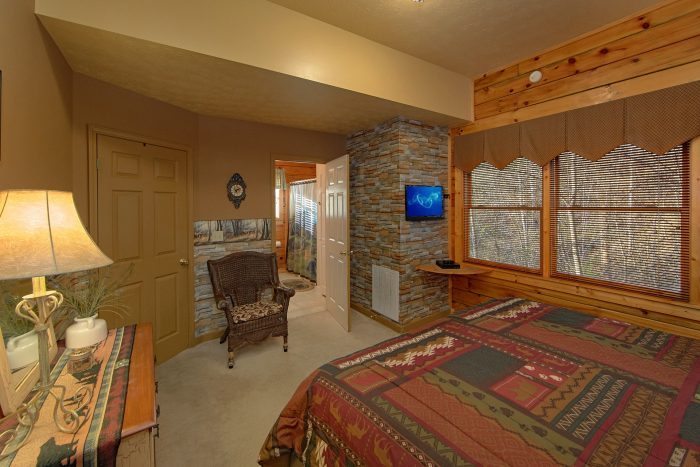 Cabin with 2 King Bedrooms and Private Baths - A Beary Happy Place