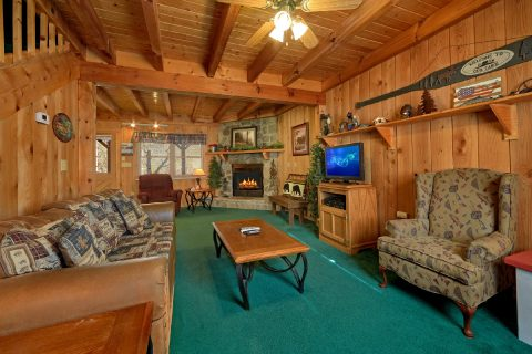 2 Bedroom Cabin Sleeps 8 - A Creekside Retreat