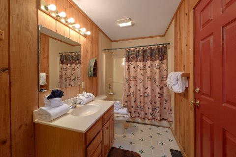 2 Full Bath Rooms 2 Bedroom Cabin - A Creekside Retreat