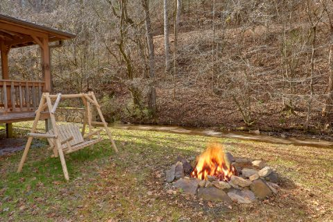 Fire Pit 2 Bedroom Cabin Sleeps 8 - A Creekside Retreat