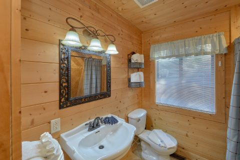 Cabin with 3 private bathrooms and 2 Jacuzzis - A Fieldstone Lodge