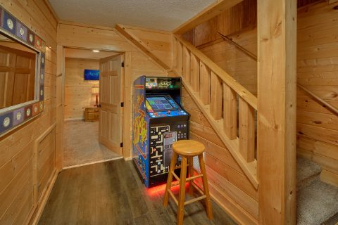 4 bedroom cabin with Arcade game and Pool Table - A Fieldstone Lodge
