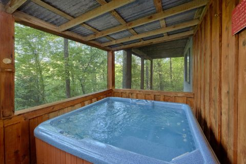 4 bedroom cabin with private hot tub on deck - A Fieldstone Lodge