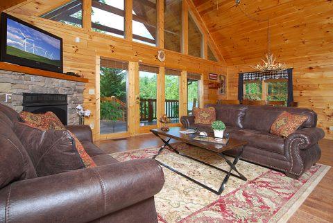 3 Bedroom Cabin in Gatlinburg with Views - A Grand Getaway