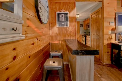 3 Bedroom Cabin Sleeps 8 in Gatlinburg - A Grand Getaway