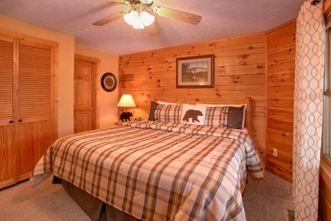 3 Bedroom cCabin with 3 King Beds - A Grand Getaway