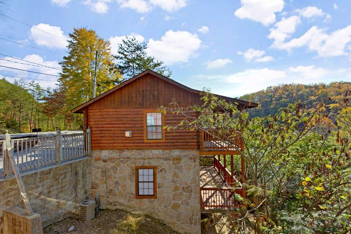 Cabin near Dollywood in the Smoky Mountains - A Hilltop Heaven