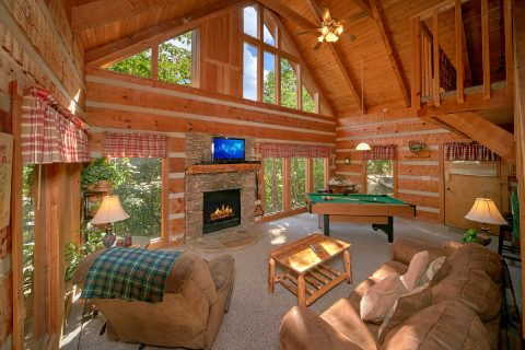 2 Bedroom Cabin with Stone Fireplace - A Hummingbird Hideaway