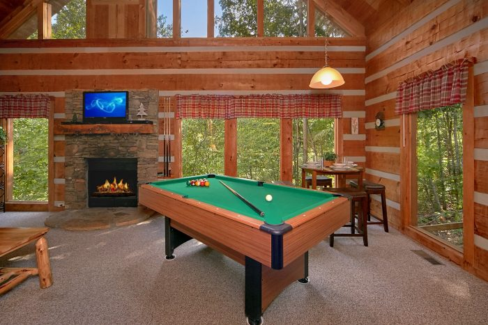 2 Bedroom cabin with Pool Table and Fire Pit - A Hummingbird Hideaway