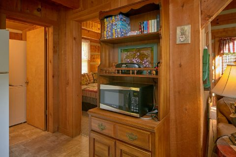 Rustic Cabin with Fully stocked Kitchen - A Hummingbird Hideaway
