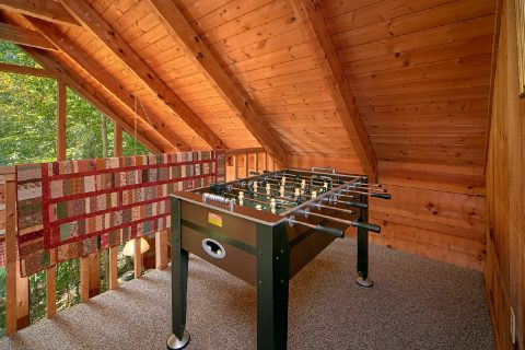 2 Bedroom Cabin with Foosball Game - A Hummingbird Hideaway