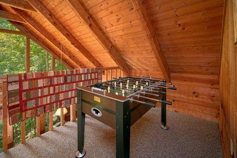 2 Bedroom Cabin with Foosball Game - A Hummingbird Hideaway