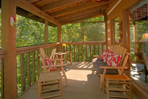 2 Bedroom Cabin with Wooded View - A Hummingbird Hideaway