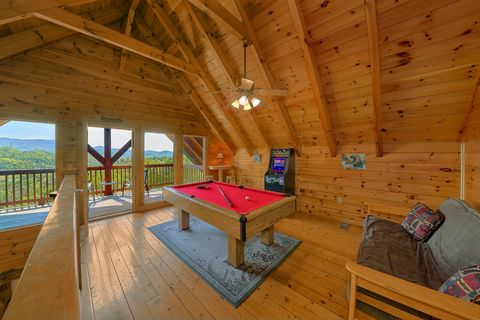 Cabin with Pool Table and Theater Room - A Lazy Bear's Hideaway