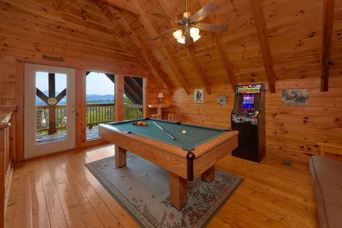 Cabin with Mountain Views, Pool Table and Arcade - A Lazy Bear's Hideaway