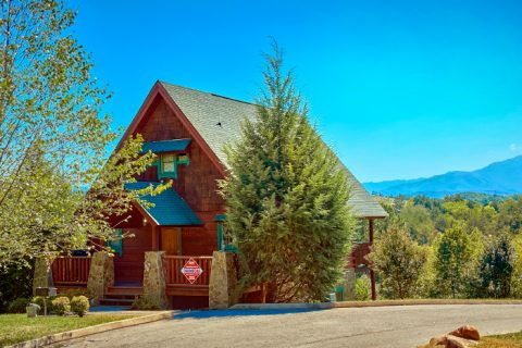 2 Bedroom Cabin near Outlet Mall in Pigeon Forge - A Little Bit Of Heaven
